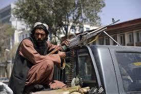 """Afghanistan, i talebani escono allo scoperto: """"Dal 31 agosto soldati Usa fuori dal Paese o reagiremo"""""""