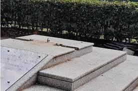 """Torino, sciacalli distruggono il monumento ai caduti di Nassiriya. Giorgia Meloni a valanga: """"Gli autori sono come i talebani"""""""