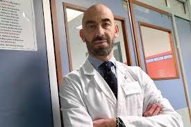 """Vaccini e Covid. Il Primario Bassetti, spiega: """"Vi dico cosa succede ai vaccinati che si contagiano"""""""