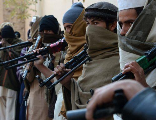 I talebani tornano a spargere sangue, ma la resistenza prepara l'offensiva nella valle del Panshir