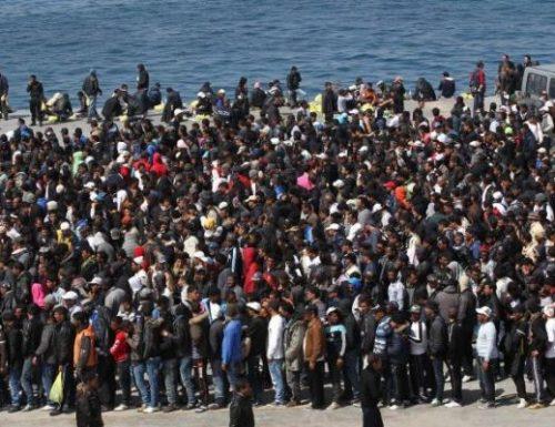 Italiani fermati  senza Green pass e porte spalancate ai migranti col Covid in Sicilia. Il controsenso scatena la Meloni
