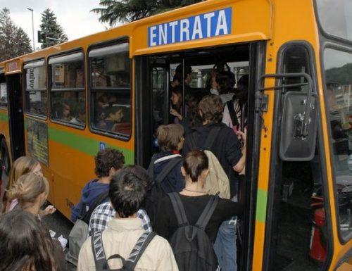 """Scuola, trasporti nel pantano. L'ira dei presidi: """"Servono mezzi dedicati agli studenti. Il governo ha dormito"""""""