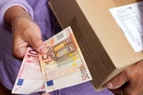Napoli, truffa del succo di frutta: 5mila euro per tre spremute. Nella rete un anziano di 82 anni: 2 gli arresti, si tratta di una coppia composta da una ragazza 23enne e il fidanzato 27enne