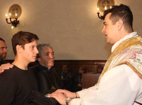 Scandalo senza precedenti a Prato, in manette un parroco 40enne:  comprava droga per festini hard con i soldi delle offerte