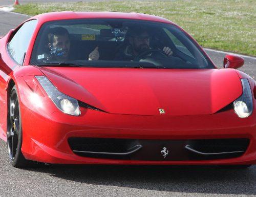 Napoli da record, un Bambino di 11 anni alla guida di una Ferrari