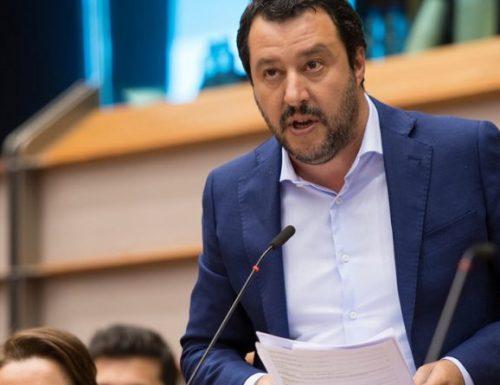 """Lega, Matteo Salvini difende i bambini:  """"L'utero in affitto è una schifezza, la donna non è un bancomat. E i bambini non si toccano"""""""