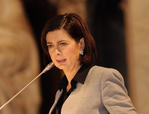 La Boldrini non ne azzecca una, mentre i talebani fanno scempio delle donne, lei pubblica questo tweet…
