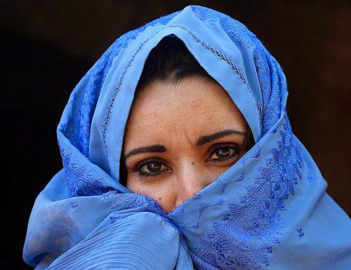 """Afghanistan, le concessioni dei Talebani alle ragazze: """"Vi permettiamo di studiare"""""""