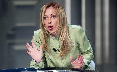 """Giorgia Meloni epocale a """"Fuori dal coro"""": """"A casa mia chi sbaglia paga. Ma deve avere sbagliato"""""""