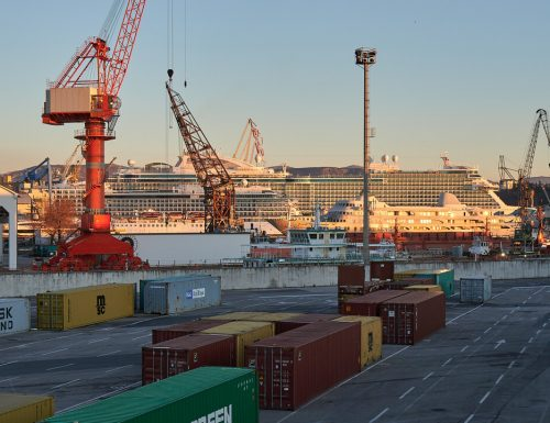 """Green Pass, portuali sul piede di guerra: """"O si toglie la carta verde o i porti si fermeranno"""""""