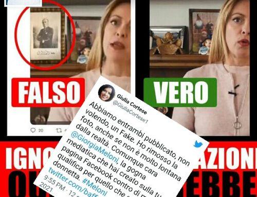 Gli antifascisti che combattono ancora i fantasmi, sono disperati: dietro la Meloni spunta la foto del Duce. E' un falso, ma la cronista la pubblica