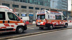 Lite nel Milanese finisce nella tragedia: un morto: accoltellato un 22 anne, grave un 16enne