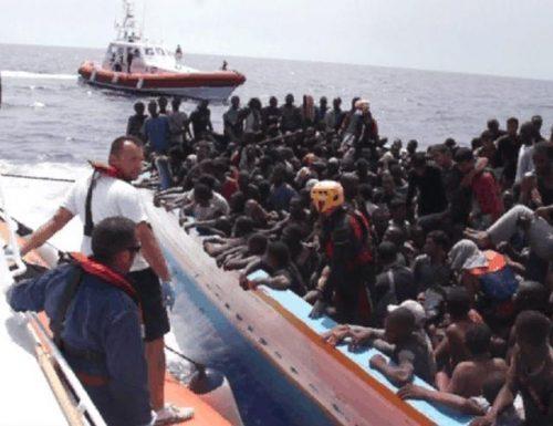 """Sbarchi senza freno a Lampedusa: altri  120 in poche ore. Meloni: """"L'immigrazione illegale non è un diritto"""""""